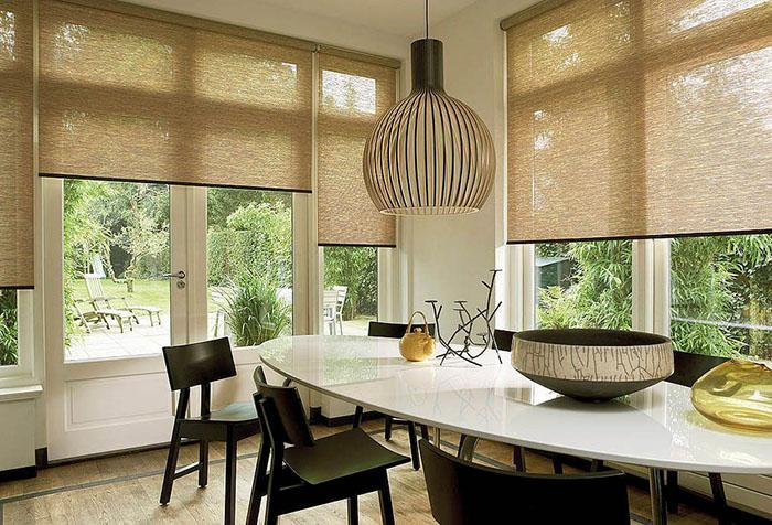Рулонные шторы в столовой