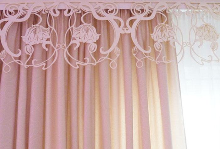 Ажурное бандо с розовой шторой